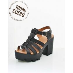 Sandalia negra de cuero
