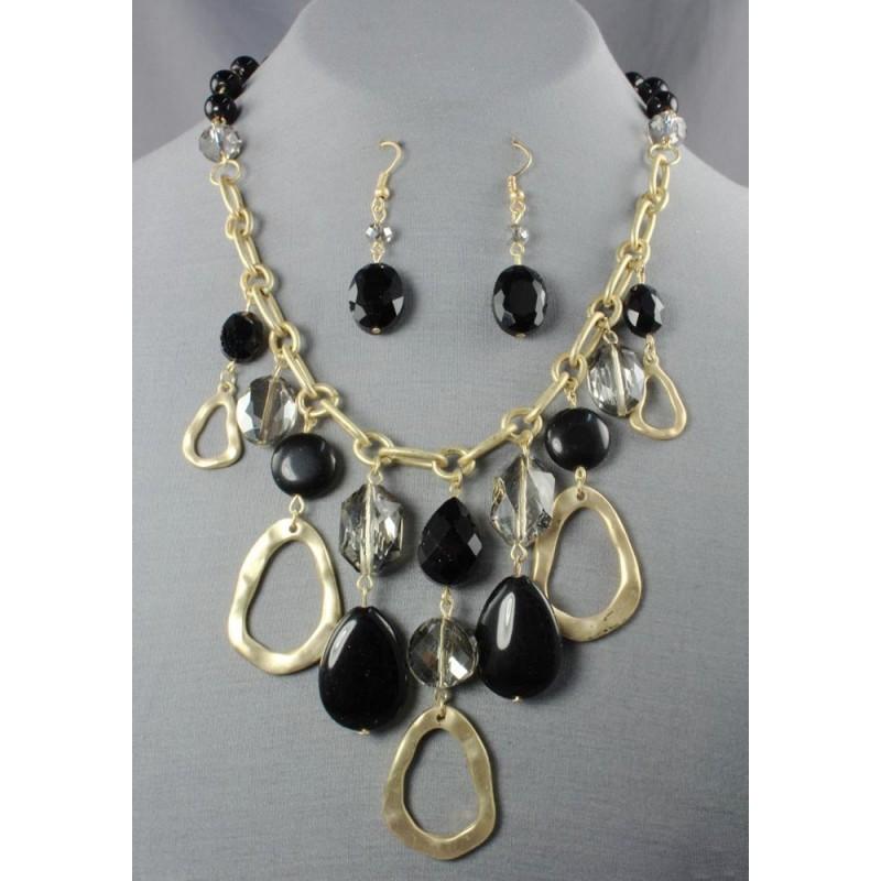Collar dorado con piedras negras. Loading zoom