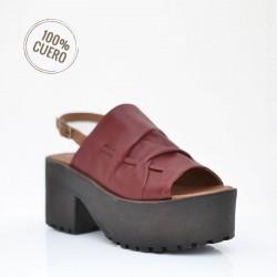 Sandalia roja de cuero