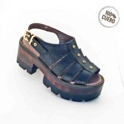 Sandalia negra con terrplen
